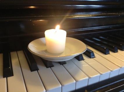 candle piano photo